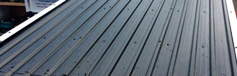 Как покрыть крышу гаража профнастилом своими руками? Монтаж обрешётки и крепление листов