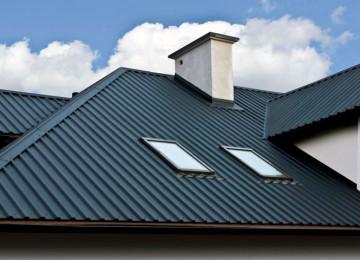Как вывести трубу через крышу из профнастила?