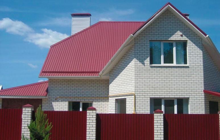 Применение профнастила с21 для кровли крыши и возведения забора