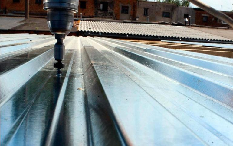 Как покрыть крышу гаража профнастилом