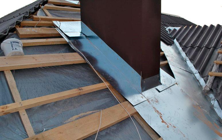 Заделка квадратной трубы на крыше из шифера